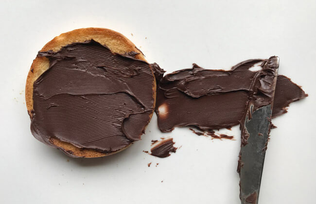 A photo of a biscuit with chocolate paste
